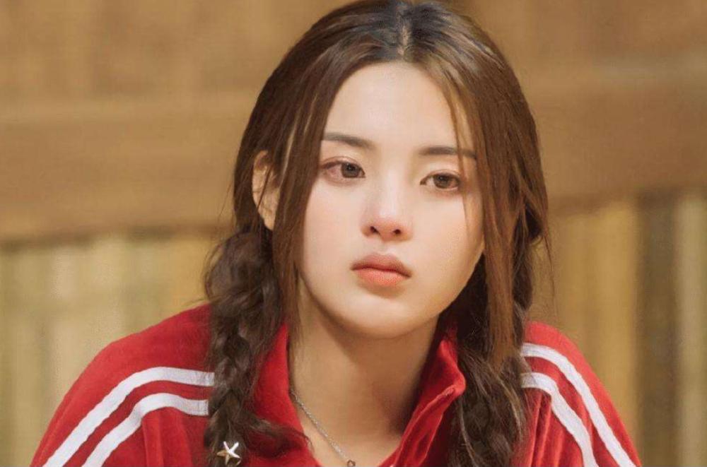 杨超越以特殊人才身份落户上海,网友:高中都没上,她凭什么?